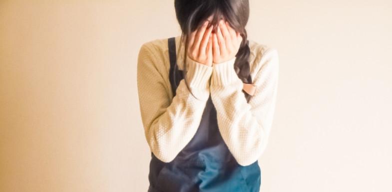 口臭で泣く女性